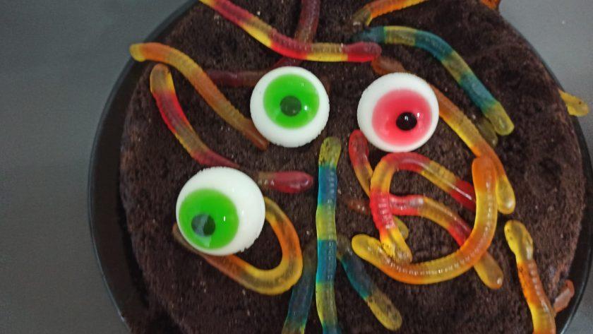 Pastel con gusanos sin gluten